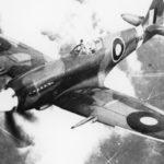 Spitfire in de wolken